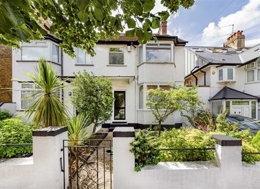 Properties for sale in Acacia Road - W3 6HB view1