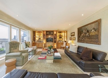 Properties for sale in Admiral Square - SW10 0UU view1