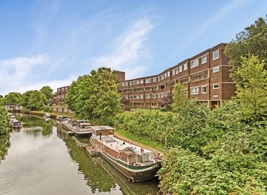 Properties for sale in Augustus Close - TW8 8QT view1
