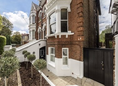 Properties for sale in Avenue Crescent - W3 8EP view1
