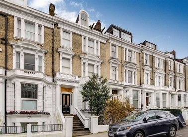 Properties for sale in Belsize Crescent - NW3 5QY view1
