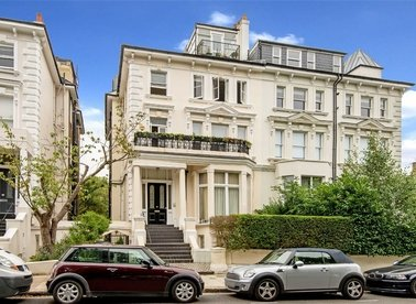 Properties for sale in Belsize Grove - NW3 4UN view1