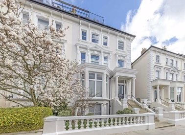 Properties for sale in Belsize Park Gardens - NW3 4NE view1