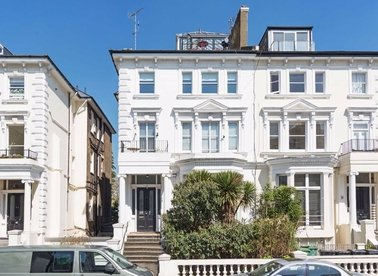 Properties for sale in Belsize Park Gardens - NW3 4LH view1