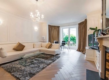 Properties for sale in Belsize Square - NW3 4HT view1