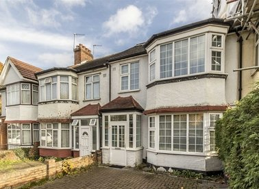 Properties for sale in Brentmead Gardens - NW10 7DS view1