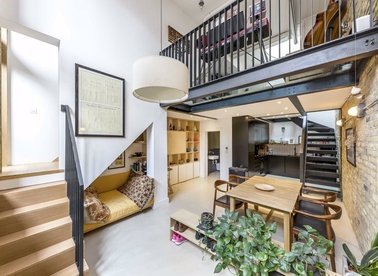 Properties for sale in Broadway Market Mews - E8 4TS view1