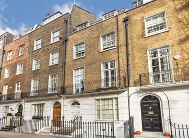 Properties for sale in Brompton Square - SW3 2AG view1