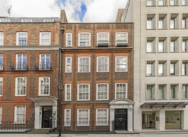 Properties for sale in Buckingham Street - WC2N 6DR view1
