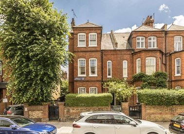 Properties for sale in Cambridge Road - SW11 4RS view1