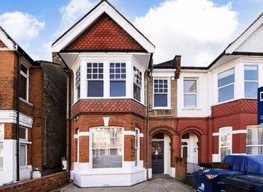 Properties for sale in Chatsworth Gardens - W3 9LN view1