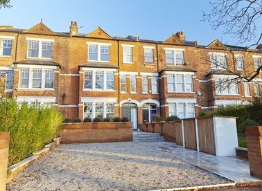 Properties for sale in Clapham Common North Side - SW4 9RY view1