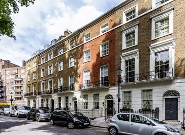 Properties for sale in Connaught Square - W2 2HG view1