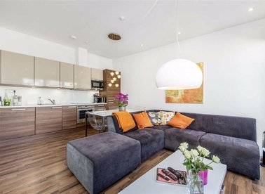 Properties for sale in Copenhagen Place - E14 7FE view1