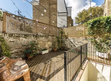 Properties for sale in Cremorne Road - SW10 0NB view1