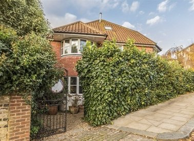 Properties for sale in Dartmouth Park Avenue - NW5 1JL view1