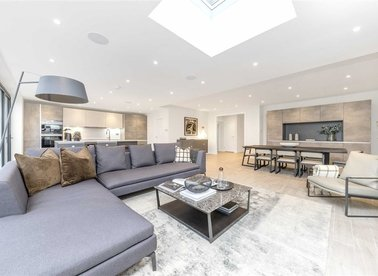 Properties for sale in Dunstan Road - NW11 8AE view1