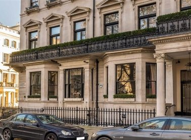 Properties for sale in Ennismore Gardens - SW7 1AE view1