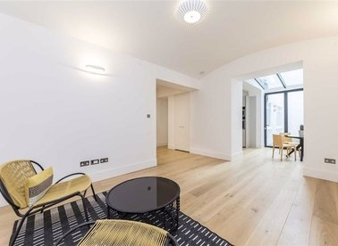 Properties for sale in Ennismore Gardens - SW7 1AQ view1