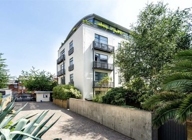 Properties for sale in Evershed Walk - W4 5BW view1