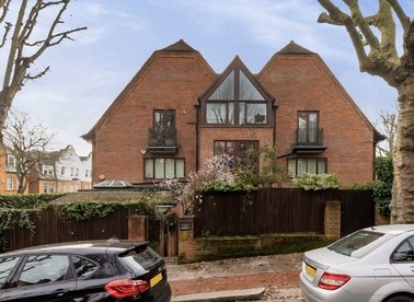 Properties for sale in Ferncroft Avenue - NW3 7PG view1