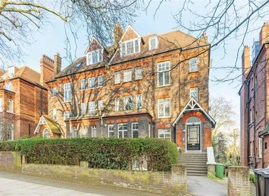 Properties for sale in Fitzjohns Avenue - NW3 5NB view1