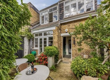 Properties for sale in Fitzroy Road - NW1 8TR view1