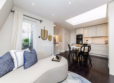 Properties for sale in Fulham Road - SW6 5HD view1