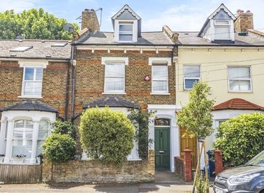 Properties for sale in Gloucester Road - W3 8PD view1