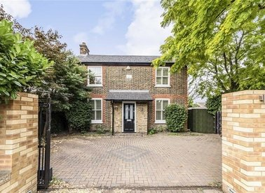 Properties for sale in Hanworth Road - TW12 3ED view1