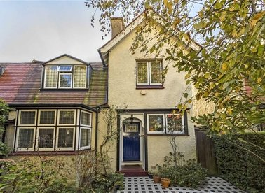 Properties for sale in Heathfield Road - W3 8EJ view1