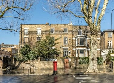 Properties for sale in Holland Park Avenue - W11 3QZ view1