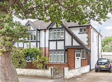 Properties for sale in Holly Bush Lane - TW12 2QY view1