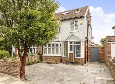 Properties for sale in Holly Bush Lane - TW12 2RB view1