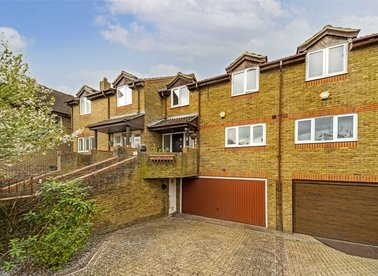 Properties for sale in Kempton Court - TW16 5PA view1