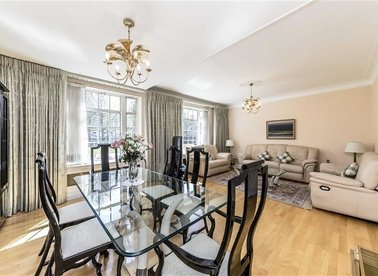 Properties for sale in Kensington High Street - W8 7DS view1