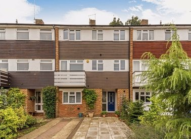 Properties for sale in Kenton Avenue - TW16 5AT view1