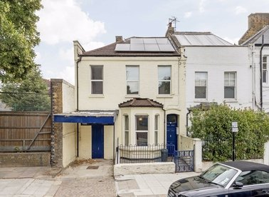 Properties for sale in Middle Row - W10 5AT view1