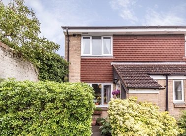 Properties for sale in Mulberry Crescent - TW8 8ND view1