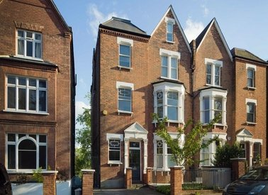 Properties for sale in Nassington Road - NW3 2TY view1