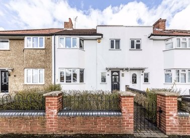 Properties for sale in Northfields Road - W3 0NW view1