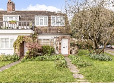 Properties for sale in Park Close - TW12 2SP view1