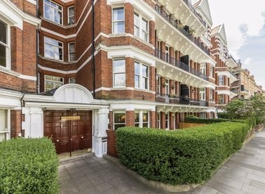 Properties for sale in Prince Of Wales Drive - SW11 4BL view1