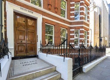 Properties for sale in Red Lion Square - WC1R 4QF view1