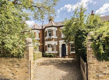 Properties for sale in Rodenhurst Road - SW4 8AF view1