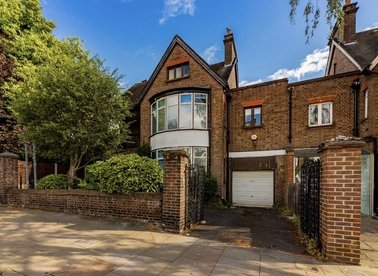 Properties for sale in Rosslyn Hill - NW3 1PD view1