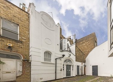 Properties for sale in Rosslyn Mews - NW3 1NN view1