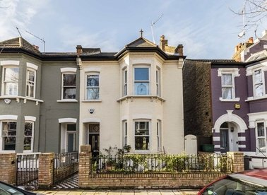 Properties for sale in Silver Crescent - W4 5SF view1