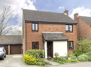 Properties for sale in Snowdrop Close - TW12 3RE view1
