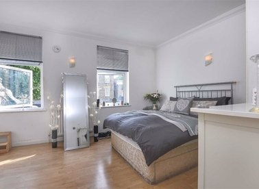 Properties for sale in Southwark Park Road - SE16 3TY view1